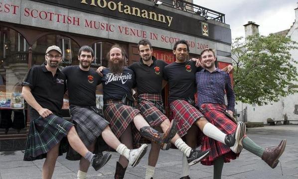不堪其擾,蘇格蘭服務生決定不再穿裙子