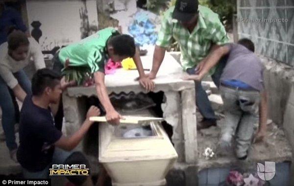 被活埋的洪都拉斯少女,在救出后最終去世