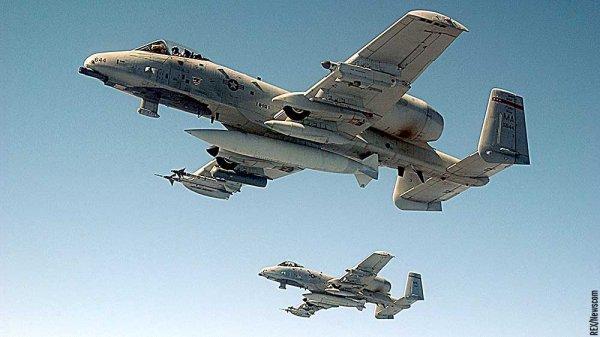 老當益壯:美國空軍要用A-10「疣豬」和F-35比武對決